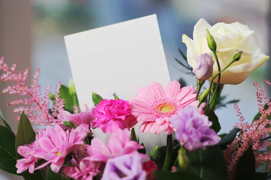 Buket blomster - gave til kæresten