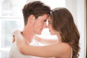 10 tegn på at han er tiltrukket af dig