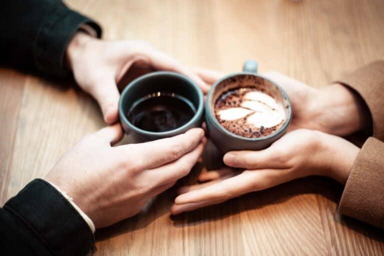 Taag på cafe - Ide til første date