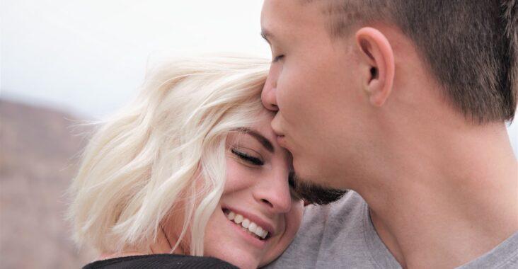 Hvordan opfører en forelsket mand sig?